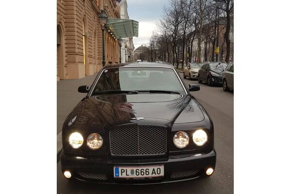 <strong>BENTLEY ARNAGE</strong>