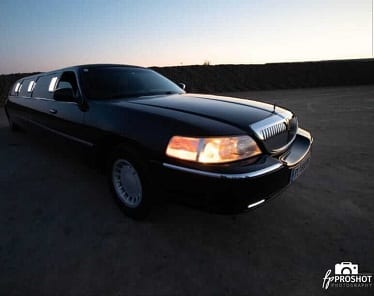 <strong>LINCOLN TOWN CAR</strong>
